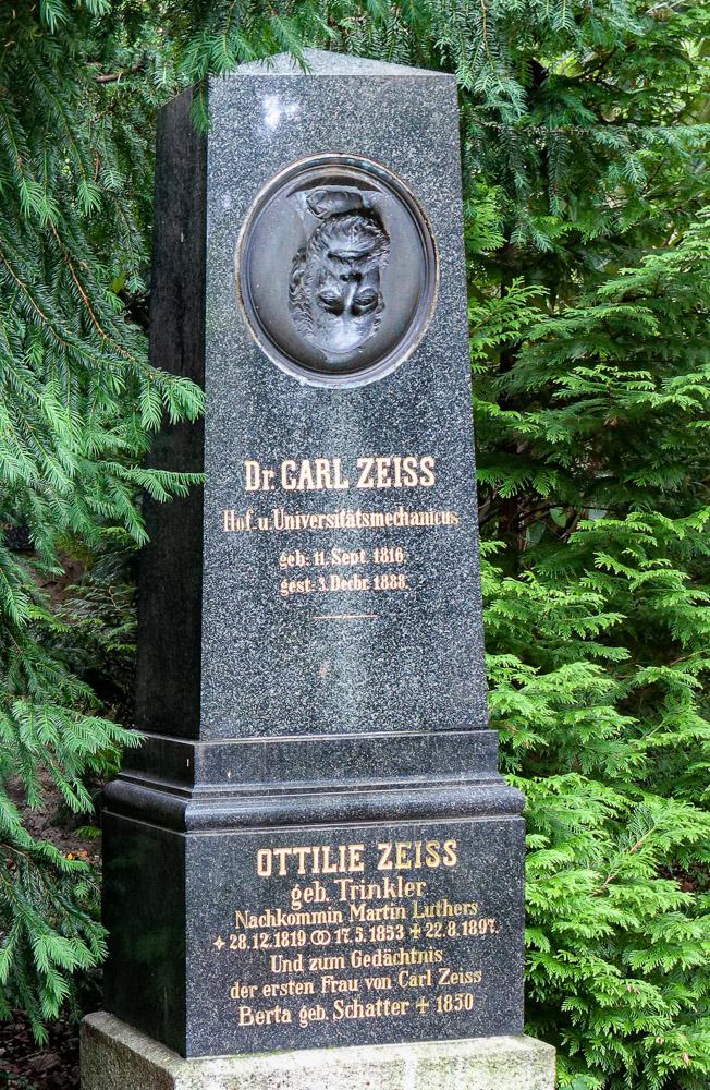 Carl Zeiss dreht sich im Grab um